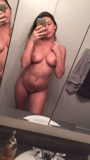 Emmy asian escort Stralsund